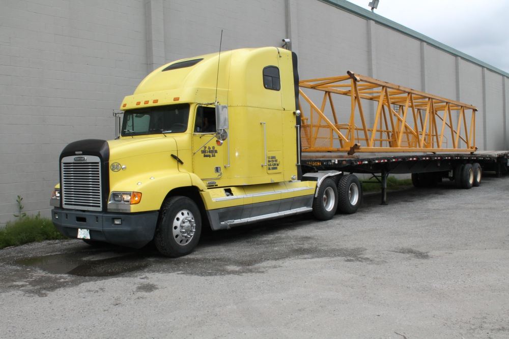 Tractor trailer with crane