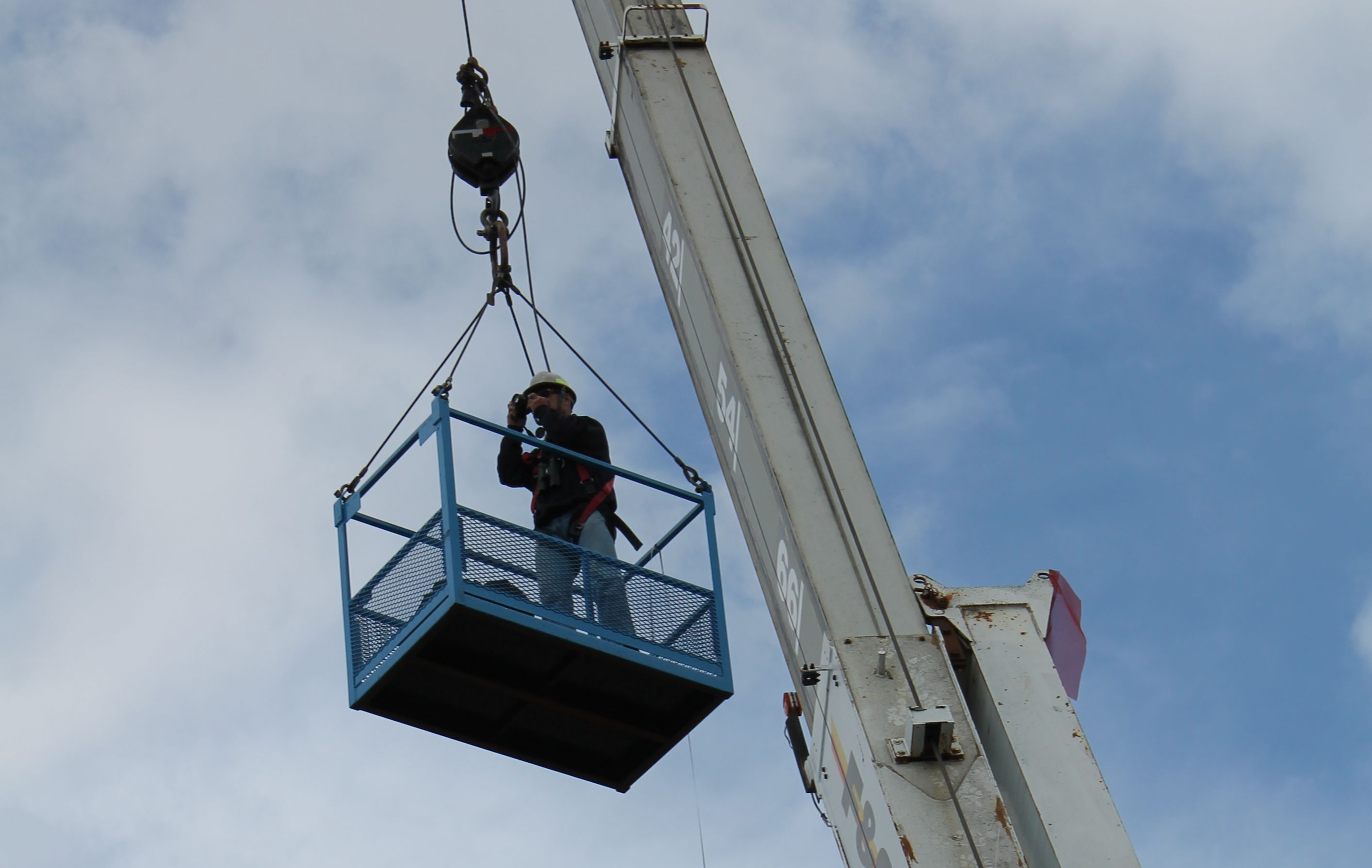 Man Basket hanging from a 25 ton Stinger crane.